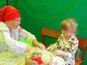 Мастер-класс по валянию сувенирных валенок на дне города Тамбова