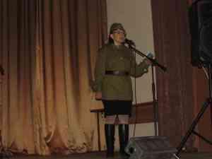 9 мая вечером состоялся концерт на площади с. Бондари. Он еще раз доказал как любит наш народ песни военных лет.Народ пел с нами!!!!